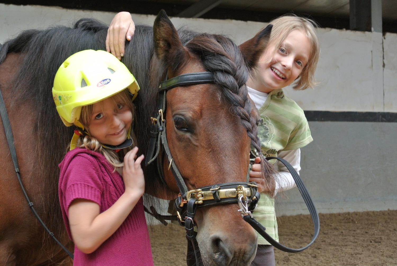 Lehrpferd Stjarna mit Hanna & Marit