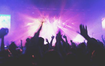 Laut hämmernde Musik in der Reitbahn?